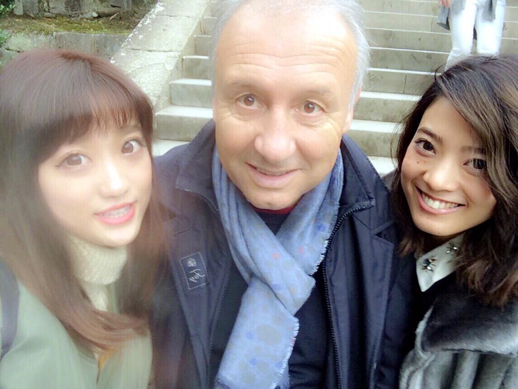 鎌倉の鶴岡八幡宮に行ってたらまさかのザッケローニさんw                                     自撮りwwwww http://t.co/FQA9OepDHA