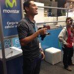 Tenemos a nuestro primer cantante de la noche en el stand de @movistar_sv ???? #CPSLV1 http://t.co/YyIBf68fNs