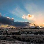 سلام على #القدس كلما أتى يوم جديد زاد جمالها أكثر! http://t.co/SlgNLs4N8o