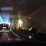 Okee, niet echt Maastunnel maar tunneltje ervoor, verlengde Pleinweg zuid naar noord rechter baan dicht http://t.co/Rz0yeVbARf