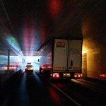 #maastunnelplein. Max Hoogte 3.6 m Vrachtwagen te hoog, gevolg vast gelopen. #Maastunnel zuid naar noord. JW http://t.co/UfPTxmHciP
