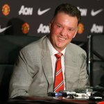 Van Gaal mocks @ManUtd twitter account as he reveals extent of Shaw injury http://t.co/nUgof96iDF #mufc http://t.co/CfIXVRuCQv