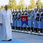 #Papst in #Erdogans Protz-Palast. Die ganze Welt schaut heute auf die #Türkei! http://t.co/sbsJzQLIGT http://t.co/scdb9v5W98