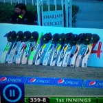 Pakistan cricketers pay tribute to Phil Hughes #Putoutyourbats #Cricket #PakvNZ http://t.co/x5SKAy1uY9