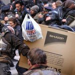 Just got back from @Tesco, its unbelievable how angry everyone is #BlackFriday #AnatchyintheUK http://t.co/kfuF1aylne