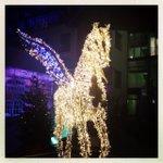 RT @akgberlin: #Berlin - ein Weihnachts-Pegasus am Potsdamer Platz http://t.co/ONKTZC9G09