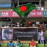 Fans in Mirpur pay tribute to Hughes, who died after being hit by a ball, during the 4th ODI on Friday. http://t.co/r57eIX4Xj7