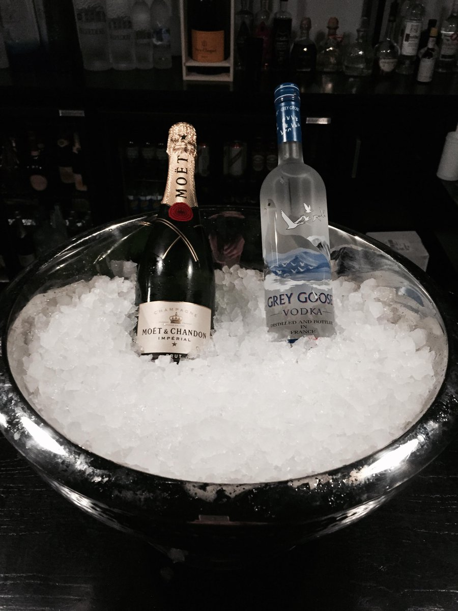 New Years Eve 2014!   - Bottle of Champagne - Bottle of Vodka - 5 VIP Passes  RETWEET to win! http://t.co/rGvtabllvz