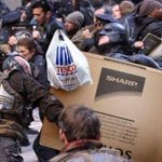 Theyre taking this #BlackFriday thing a bit seriously in #Gotham - that Bane really needs a personal shopper http://t.co/JaFwQ0fe40