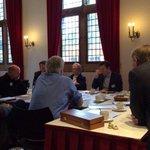 Het college van #Delft praat met de stad in positieve sfeer over wat we willen in de stad. #vraagtomvervolg http://t.co/q24CzY8DEz