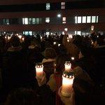 Hunderte Kerzen leuchten für #Tugce und ihre Familie vor dem Offenbacher Klinikum http://t.co/lJnE4hBBCM http://t.co/3SMYnsh8vi