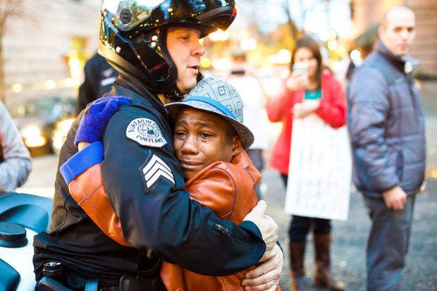 Police officer and young demonstrator share hug during #PDX Ferguson rally http://t.co/8BMvRY9MOA via @oregonian http://t.co/XTSj09rIm6