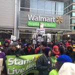 @jamalhbryant in Chicago leading March with Walmart workers for equal pay #Handsupdontspend http://t.co/jd9HUp41x8