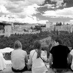 Colgados por la #Alhambra no es para menos¡ #Granada @alhambracultura @planesgranada @turgranada @GranadaenFotos http://t.co/6knbOLqGPJ