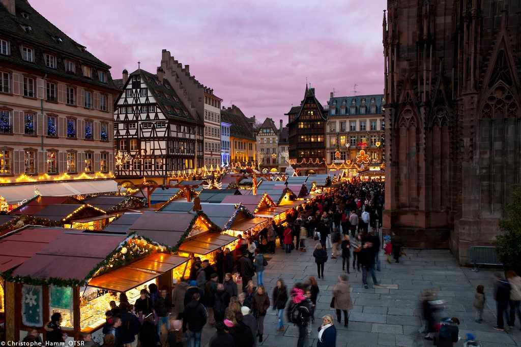Le marché de Noël de #Strasbourg ouvre ses portes aujourd'hui !! http://t.co/jRcNUWP3tf http://t.co/EFgBGEONAB