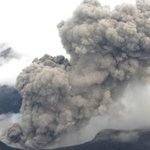 Japans Mount Aso erupts for first time in 22 years, disrupting flights http://t.co/3Yz2LeKAcC http://t.co/VSjEZee6ZW