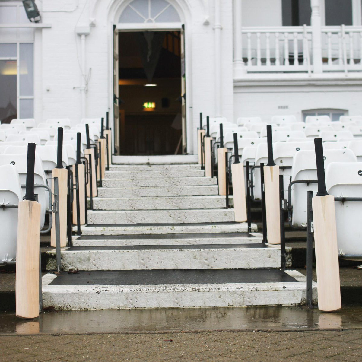 Bats line the Trent Bridge Pavilion steps #putoutyourbats http://t.co/hUtj8XZmq5