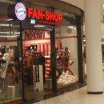 Morgen in Berlin offizielle Fan-Shop-Eröffnung mit #Rummenigge, @pizarrinha & @PReina25. Ab 12 Uhr in der LP12 Mall! http://t.co/7USqgPd6UD