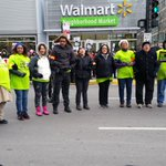 Walmart workers in Chicago get arrested on #BlackFriday for civil disobedience, obstructing traffic. http://t.co/j0cpoAPuE8 #WalmartStrikers