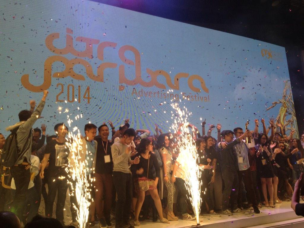 WE END THE NIGHT AS @citrapariwaraID AD AGENCY OF THE YEAR 2014!!!!!!!!!  #CP2014 http://t.co/7F5NKxxozA