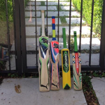 Phillip Hughes fans pay tribute with #putoutyourbats campaign. Share your pictures here: http://t.co/mwaWKHgbnO http://t.co/lXGQZLRsd6