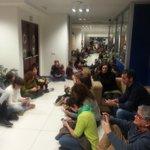 Periodistas de TVE demostrando su hartazgo. #blackfridayTve #defiendeRtve http://t.co/h7vuaqLnFM