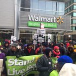 We just shut down Walmart Chicago on Monroe ....#handsupdontspend http://t.co/SZ6RWaM7xQ