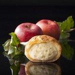 【りんごの風味香る】シャトレーゼが「贅沢シュークリーム」発売 http://t.co/A2FCqjxSAX カスタードクリーム、りんごの果肉が絡み合う仕上がりとなっている http://t.co/E5zSb8WE64