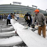 Shoveling out Lambeau Field is a tradition among #Packers fans. Some of our photos: http://t.co/mpi7TDarbP http://t.co/RH8eXRrXNb