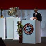 Der 2. Vizepräsident #Mayer macht den Anfang und weist auf die soziale Verantwortung des #FCBayern hin. #FCBJHV http://t.co/PgKWTXWZah
