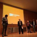 Comienza acto @CsGranada. Presenta @FerCLopez http://t.co/4g3ST5Yg4A