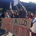 Estudiantes marchan en #CU por liberación de detenidos del #20NovMx http://t.co/Fa8Xs9Hfbb http://t.co/tE23tmZIF2