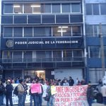 VIDEO: Protestan x detenciones arbitrarias del #20NovMX en el PJF #Xalapa #Veraruz http://t.co/ppduqS9koG #YaMeCansé http://t.co/I3ex095CpC