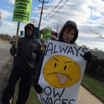 Dozens of demonstrators outside Walmart in Towson protesting low wages. #BlackFriday http://t.co/ou3Lk9jfOh