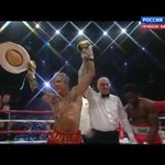 МОЛНИЯ 62-летний Микки Рурк досрочно победил 29-летнего американского боксера Эллиотта Сеймура http://t.co/8Sl2oWa2j6