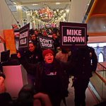 HAPPENING NOW: #BlackoutBlackFriday protest storms Macys in #NYC #JusticeForMikeBrown http://t.co/9TpU9PwwwZ