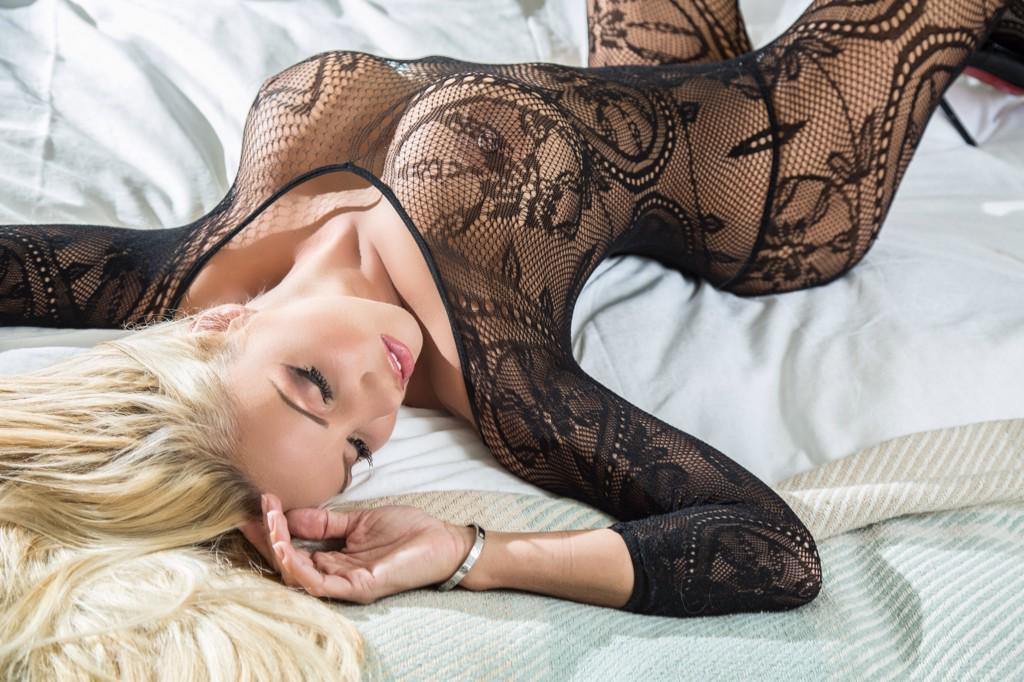 Catch me live on your screens tonight from 10pm on sky 902 #BlackFriday #bodystocking