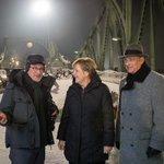 Kanzlerin Merkel wird an der Glienecker Brücke ausgetauscht. Tom Hanks regiert weiter https://t.co/3qoXlAzyOm