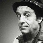 Falleció el comediante, actor y productor de cine y televisión Roberto Gómez Bolaños, mejor conocido como Chespirito http://t.co/jagStcbtr4