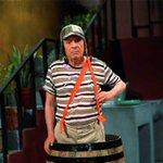 """Un trozo de mi infancia muere hoy con el fallecimiento de Roberto Gómez Bolaños, """"El Chavo del ocho"""". DEP. http://t.co/2xQhHvkZOw"""