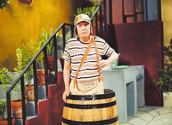 SBT interrompe exibição de 'Chaves' para noticiar morte de 'Chaves'. http://t.co/6jThdyTJ95 http://t.co/pB4EeM9dL3