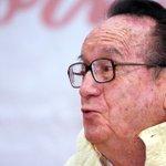 Lamenta @EPN muerte de Chespirito http://t.co/7WtER9aITY http://t.co/Pt7ql4mJLS