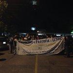 Contingente de estudiantes de la FFyL sale en contingente rumbo a la SEIDO #SandinoBucio #YaMeCanse http://t.co/qzqo7GN9se
