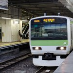 【悲報】山手線が緊急停車 ドアに服が挟まり原宿駅で全員下車 http://t.co/aUSwLortYa 埼京線などで一時運転を見合わせ、約5万4000人に影響した。 http://t.co/fHCK7L2sUj