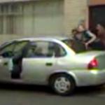 """VIDEO: """"Ayúdenme, me están secuestrando"""", grita #SandinoBucio antes de ser llevado a la SEIDO http://t.co/ySko5zkyqV http://t.co/GfQyBJILL8"""