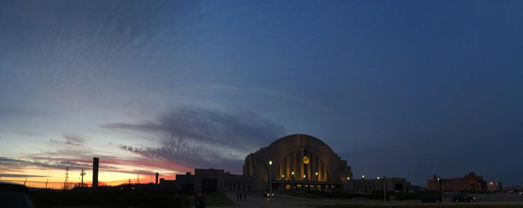 Another night, another gorgeous sunset @CincyMuseum. http://t.co/lV2uqk122Z