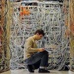 Jean-Kevin, jeune informaticien de lUMP essaye de réparer le site de lélection du président. Un peu de patience svp http://t.co/vYcqJDdsFv