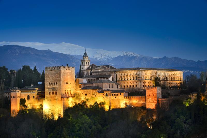 +100 RT @spain: #Granada, lugar que deberíamos visitar al menos 1 vez en la vida. RT si estás de acuerdo! #andalucia http://t.co/GWpOwNgurj