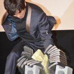 [映画]松坂桃李、瓦10枚割りに成功!有村架純も大興奮! http://t.co/vrVsnwg5Tb http://t.co/RdVY3D5zFL
