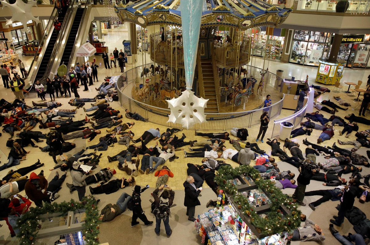Mass die-ins in malls across the US as Ferguson protests disrupt 'Black Friday' sales -  http://t.co/QkKyzSctgn http://t.co/AIqdHLOf47